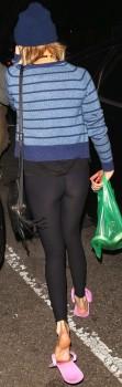 Emma Roberts: Leggings Booty: MQ x 1