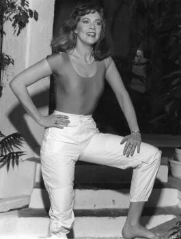 Kathleen Turner: Sexy 80's B&W Pic - HQ x 1