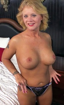 49yo Amateur Mom Bambi Tries Anal Cover