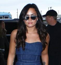 Demi Lovato - At LAX Airport 12/9/16