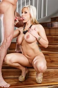 emelia hartford naked